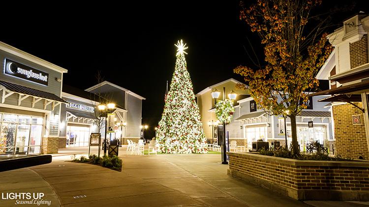 Business Lights Up Seasonal Lighting